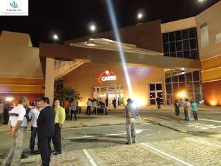 Canhões de luzes iluminam a nova entrada do Cariri Garden Shopping!