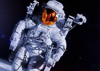 Ternyata, Ini Cara Astronot Melakukan Hubungan Intim di Luar Angkasa