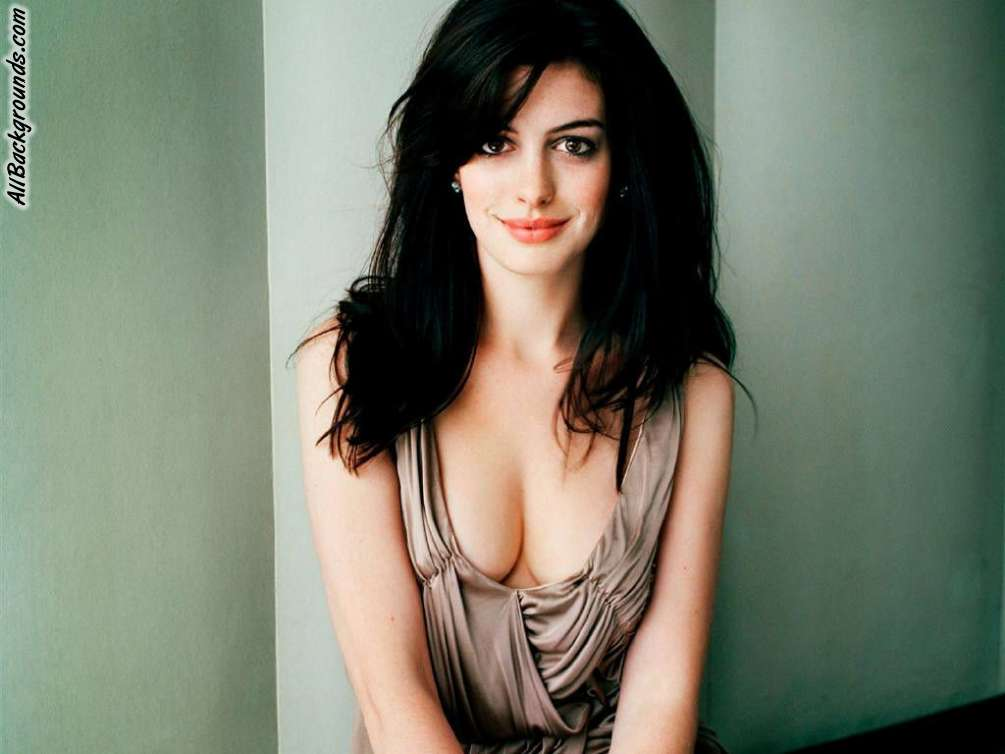 iws radio the iws babe of the week anne hathaway