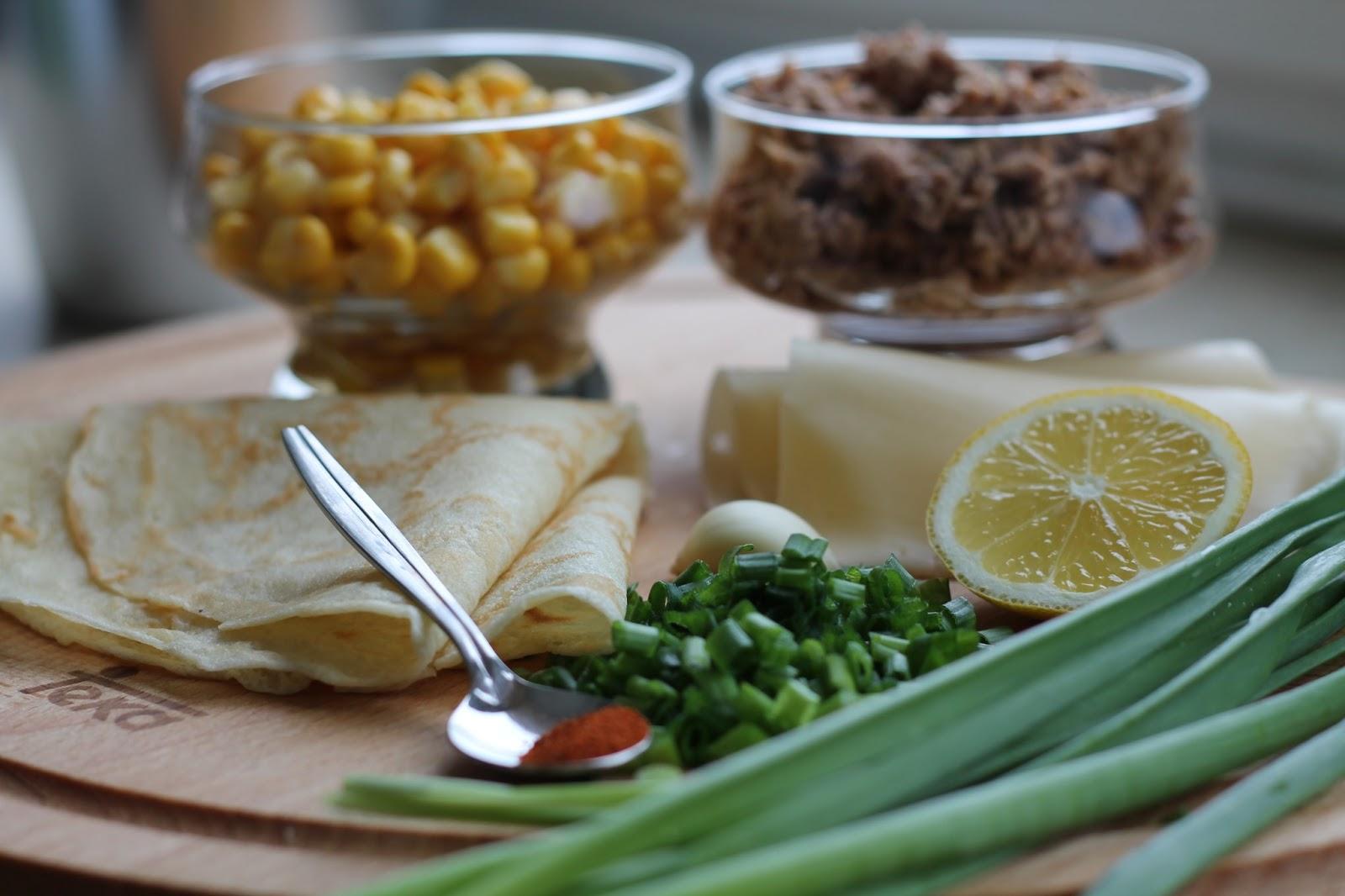 naleśniki z tuńczykiem i kukurydzą