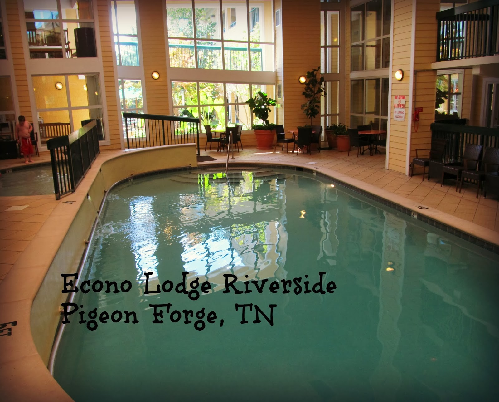 flip out mama econo lodge riverside in pigeon forge tn. Black Bedroom Furniture Sets. Home Design Ideas