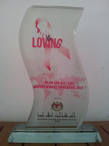 AHP&#39;S ISLAM AND HIV/AIDS INTERNATIONAL CONFERENCE 2012 GLASS PLAQUE - JAKIM
