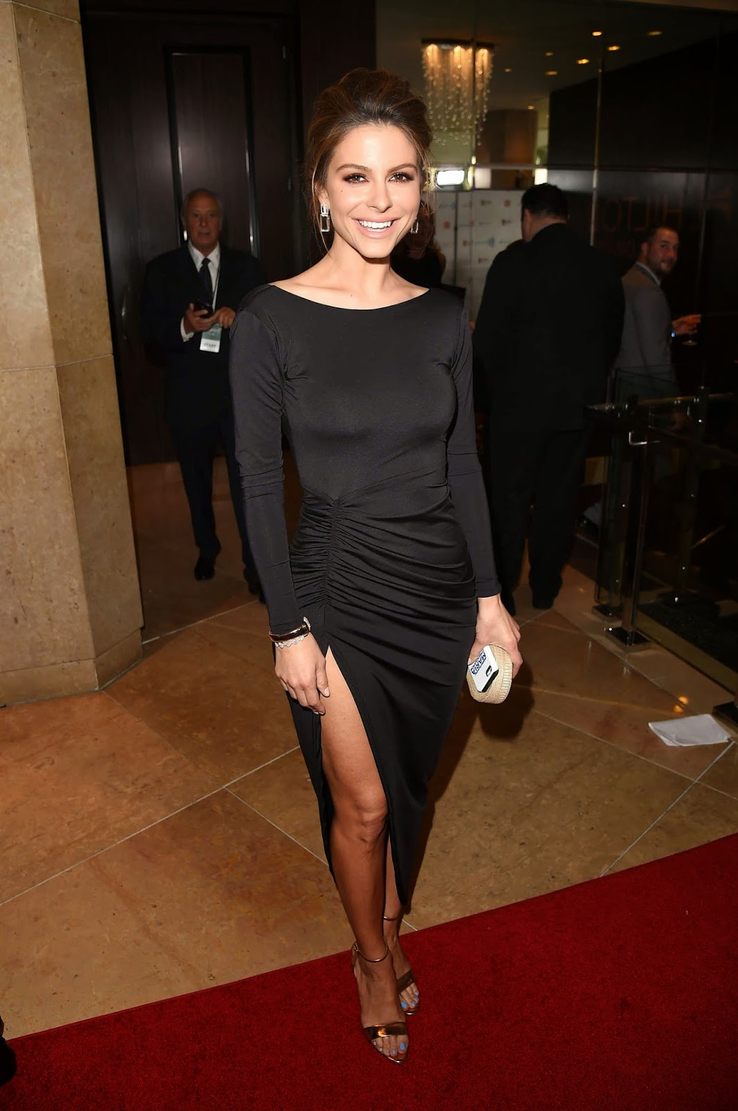 Maria Menounos shows off pert derrière in a fitted dress at the 2014 GLAAD Media Awards in LA