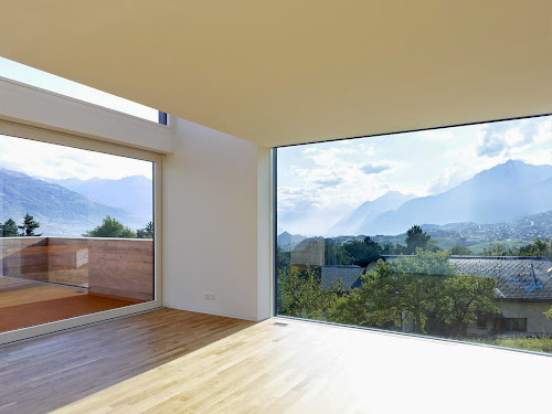 House MFG by Evequoz Ferreira
