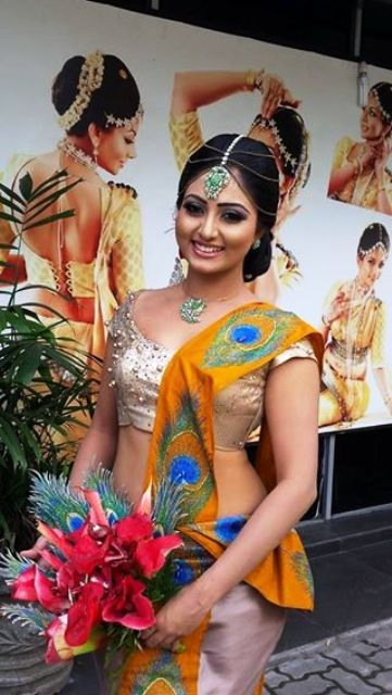 Sri Lankan Hot TV Presenter Vinu Udani Wedding Photos