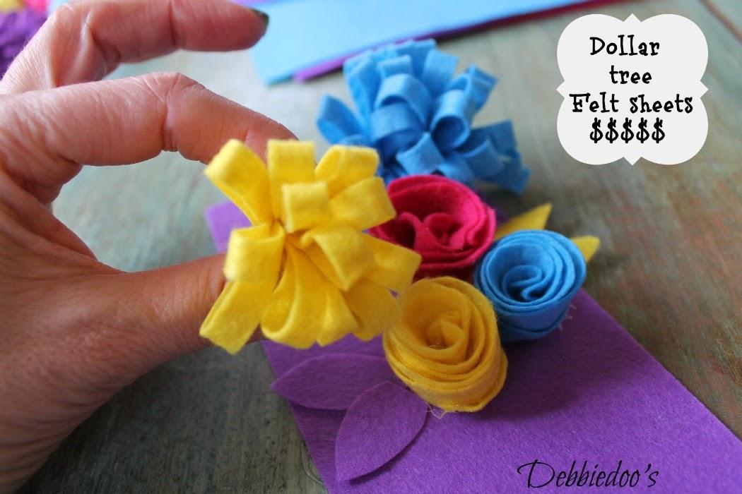 http://debbie-debbiedoos.com/2013/03/learn-how-to-make-felt-flowers.html
