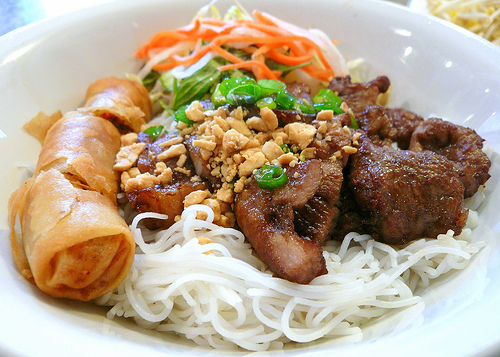 Spring roll and grilled meat vermicelli