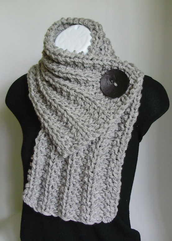 Scarf Knitting Pattern : Knitted Scarves