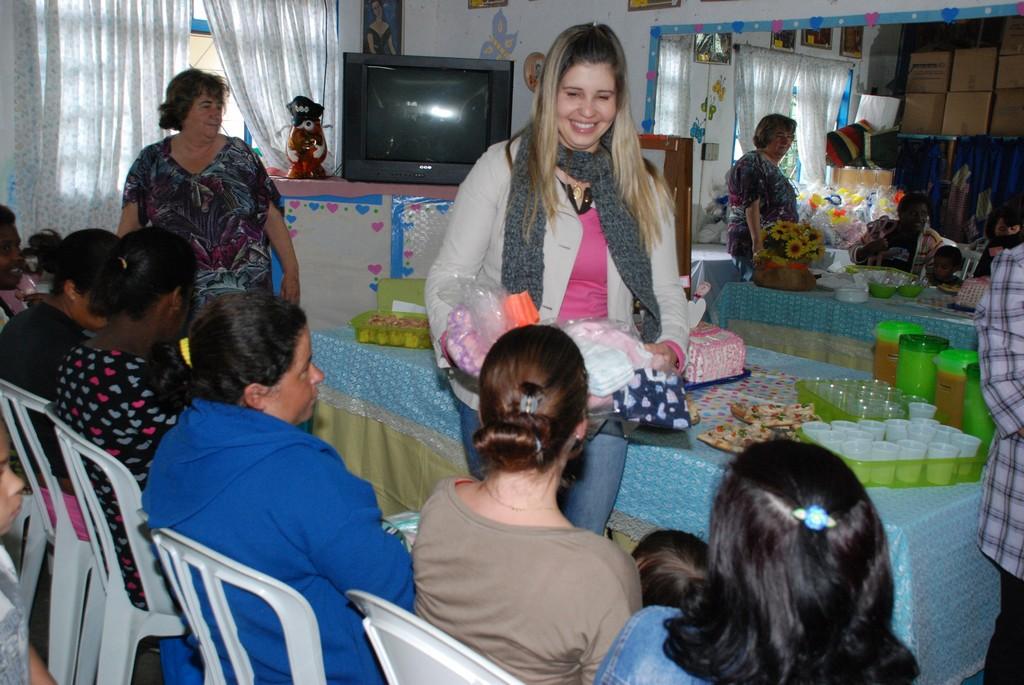 A primeira-dama e secretaria dos Direitos da Mulher, Alessandra Rosa, também participou da distribuição dos enxovais para as gestantes