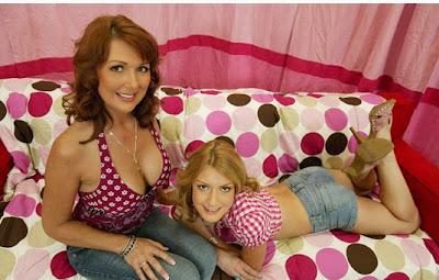 Elli y Desi Foxx, madre e hija en una escena porno
