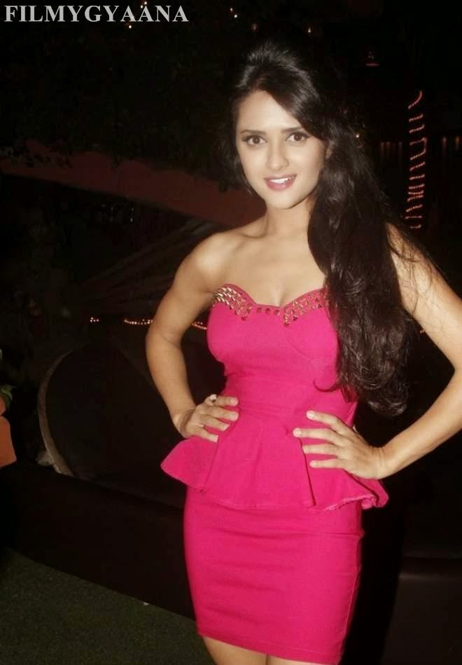 Ramanithu Chaudhary Latest Hot Thighs Show Photos