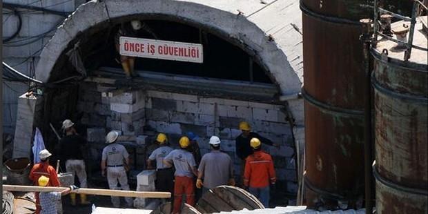 Soma'daki maden ocağının girişi tuğla ile kapatılıyor