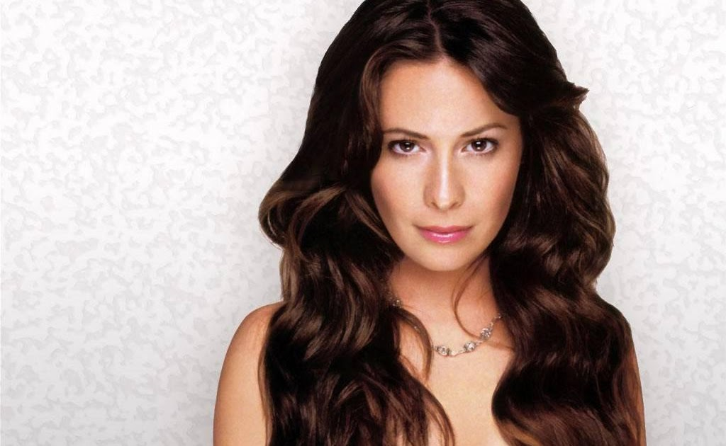 Holly marie combs as