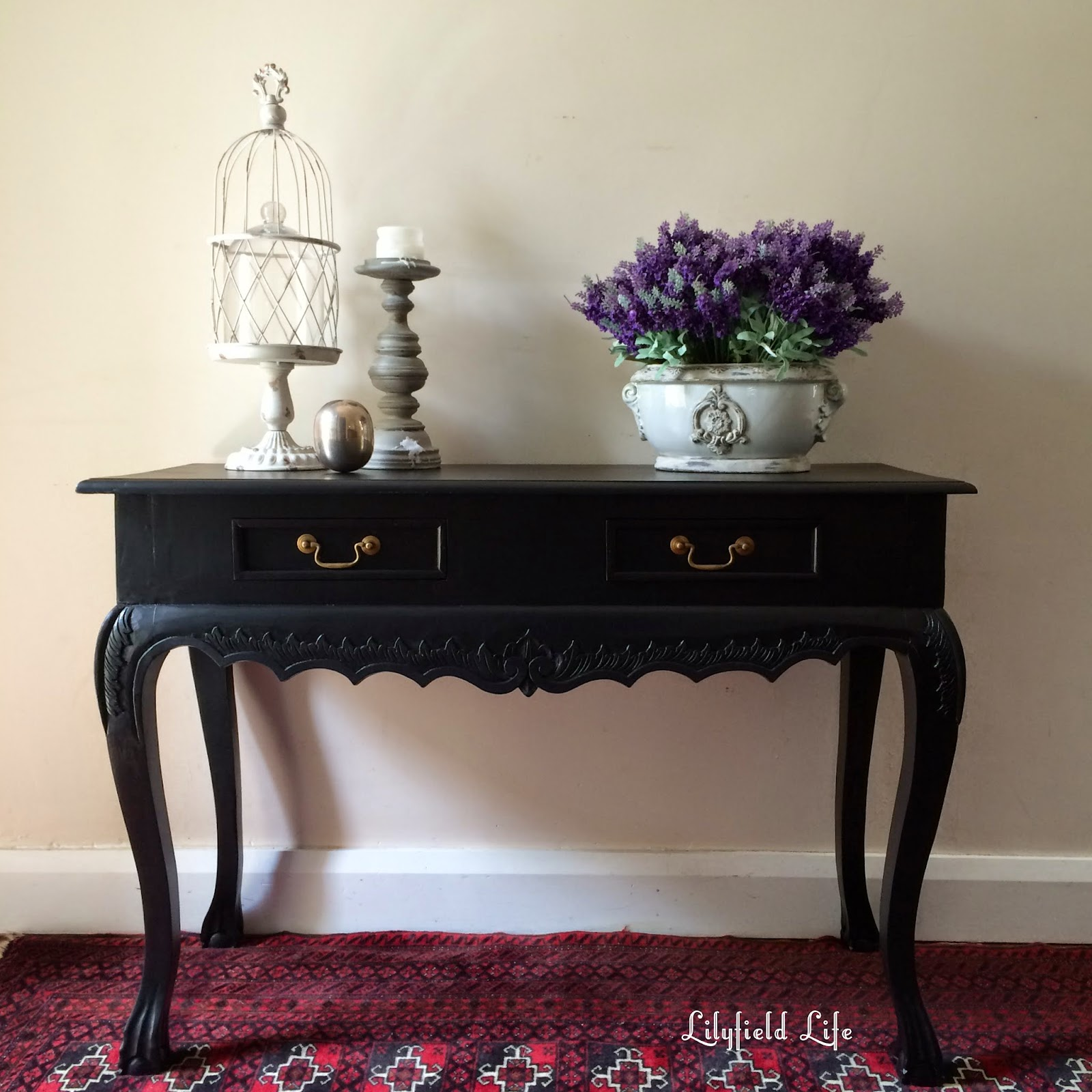 Delicieux A Black Hall Table, Morning Walks And Spring Flowers