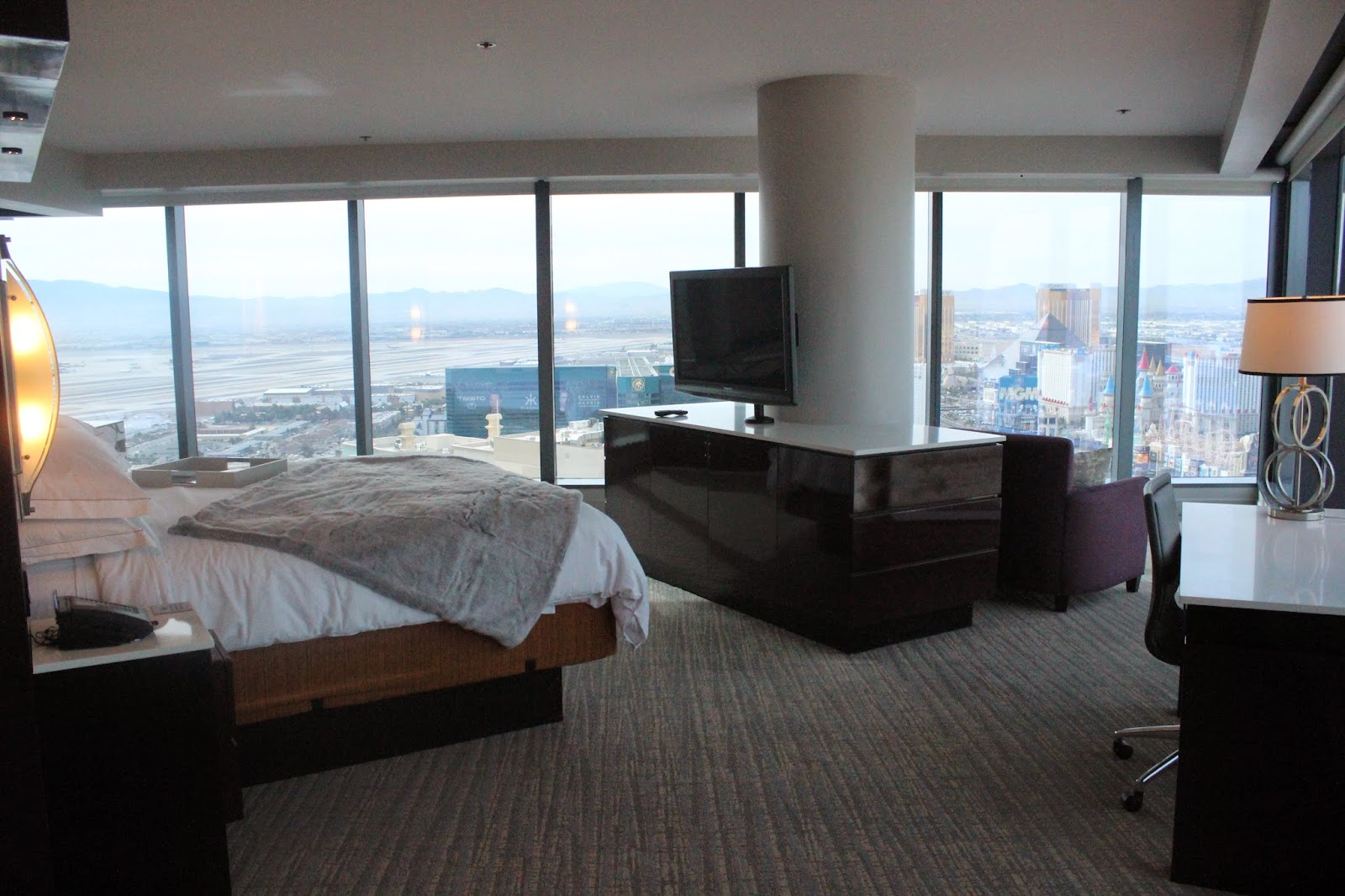 The closet whisperer 5 reasons you should stay at the - Elara hotel las vegas 2 bedroom suite ...