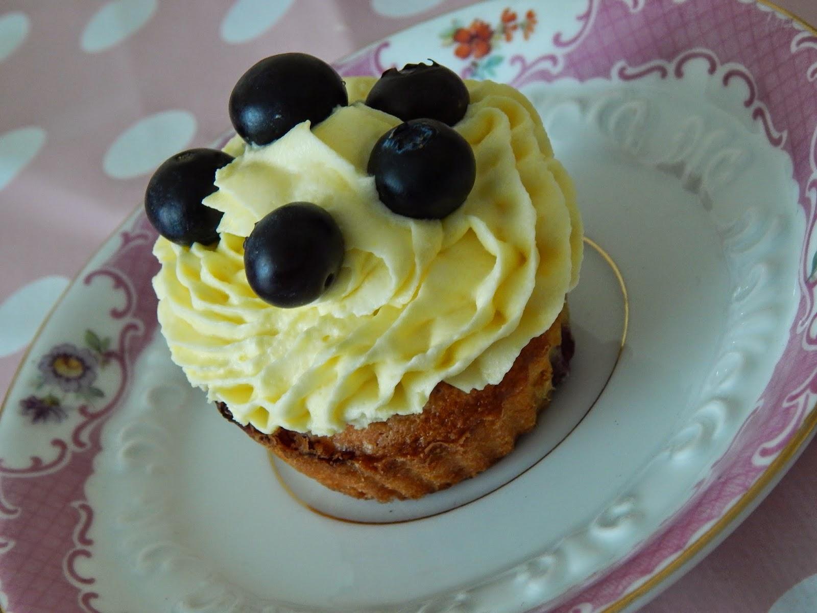 leylas leckereien blaubeer cupcakes mit vanille topping. Black Bedroom Furniture Sets. Home Design Ideas