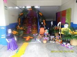 Altar del día de muertos en la Esc. Prim.Fed. Tipo