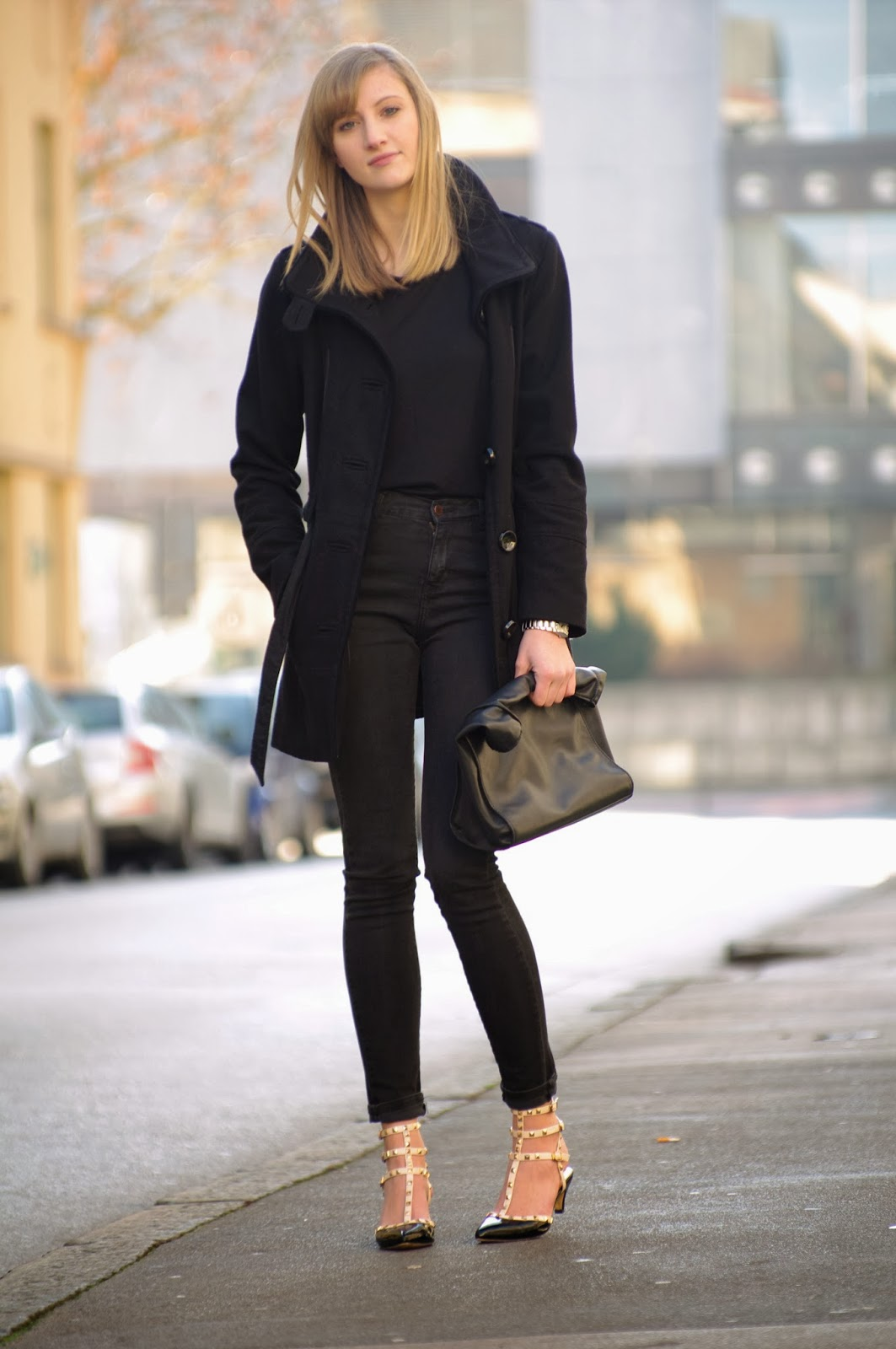 all black outfit, valentino rockstud lookalikes replica ebay, black coat ootd, high waisted denim pants zara jeans, style blogger, fashion blog blogger, slovenski blogerji, modni blog