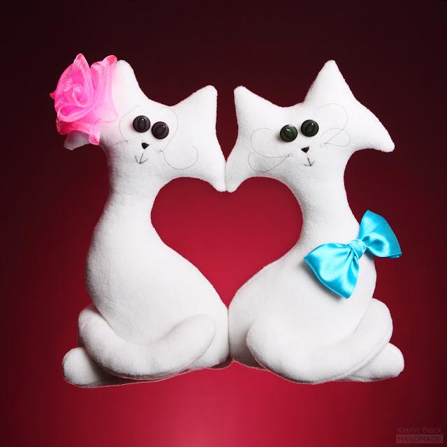Пара белых влюблённых котиков - игрушка ручной работы от Katrin Black - оригинальный подарок на свадьбу