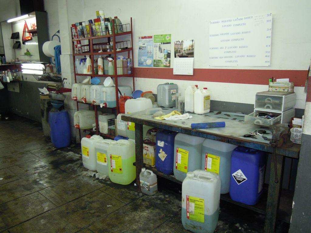 Autolavado garde balmes 207 barcelona lavado a mano de for Limpieza de coches barcelona