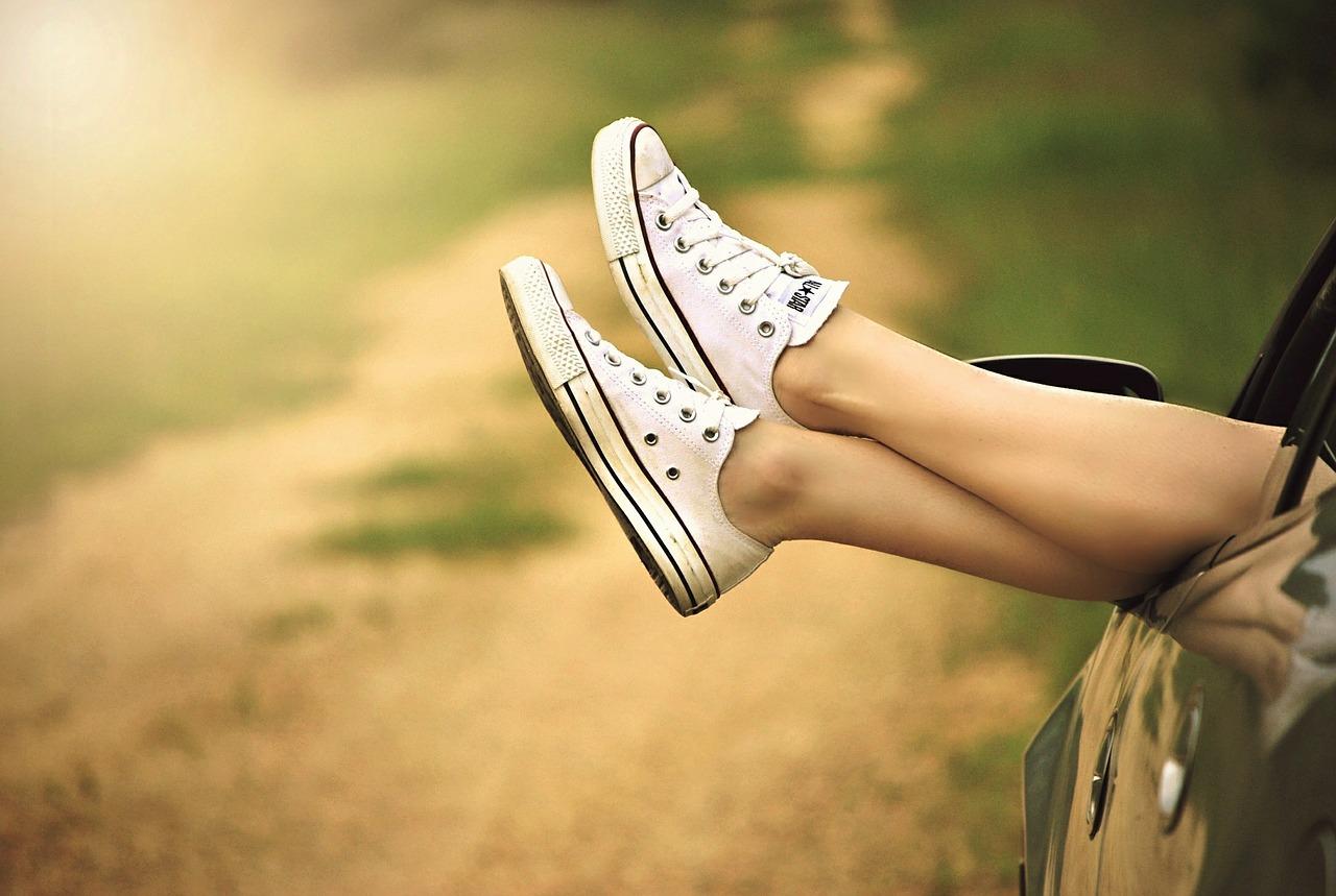 girl-leg-outside-car