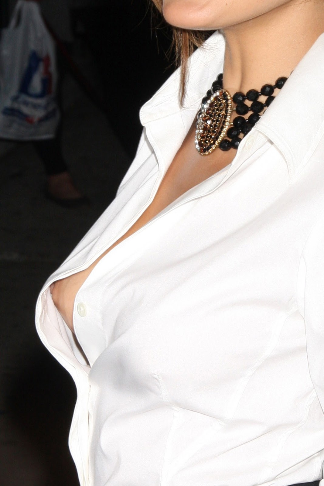 eva mendes is an american   cuban actress model singer and home ware