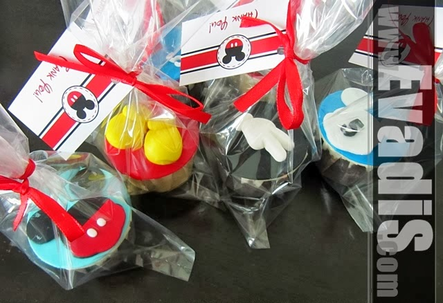 Pictures of cupcakes in single packing for Mickey Mouse Cowboy theme