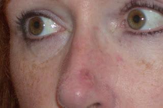 Les masques pour la personne avec largile noire et rouge