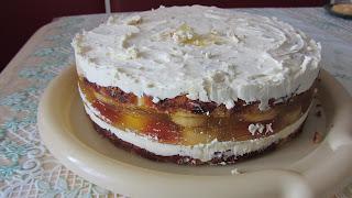 вынули лимонный торт из формы