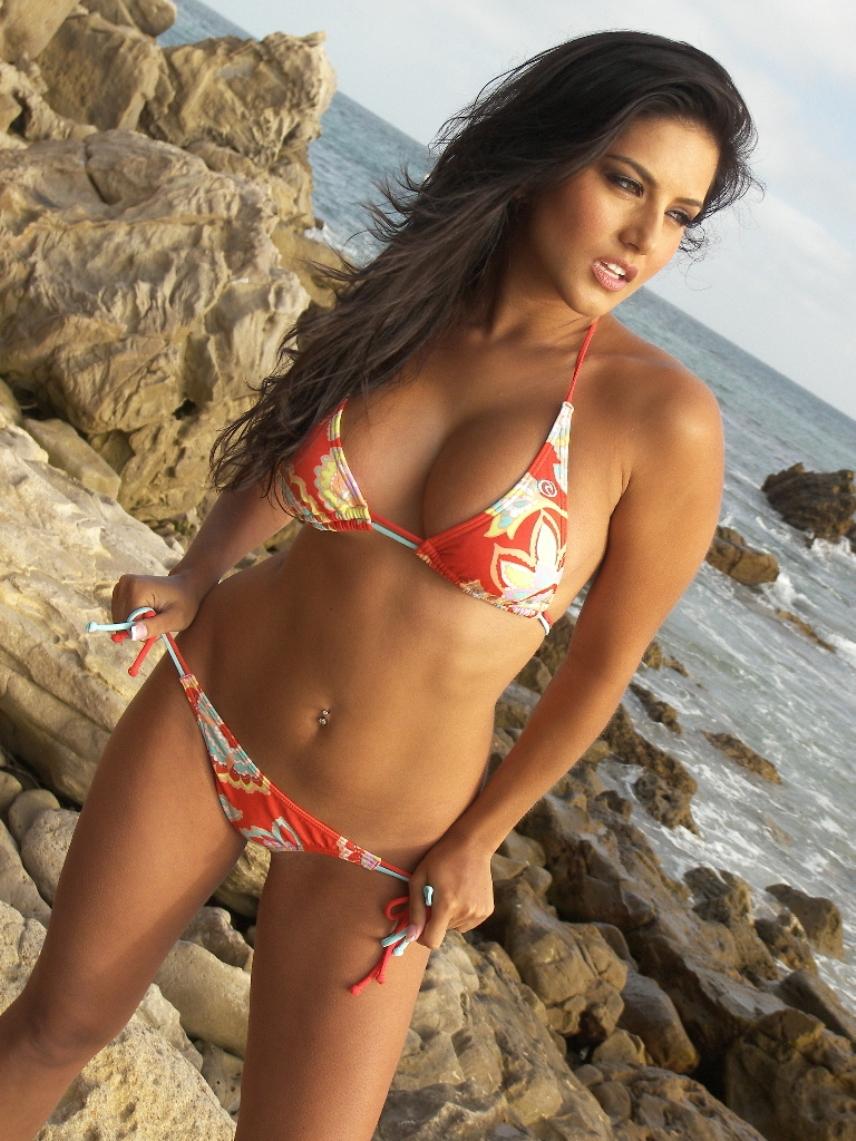 sunny leone red bikini