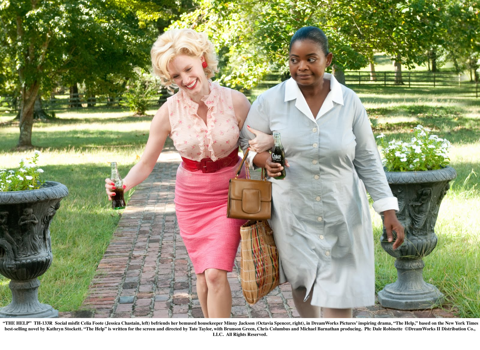 the help movie review the review>> sometimes you see a film and it makes you really want to the book this is one of those films viewing it in itself is very good
