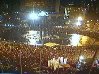 [FOTO] SUASANA MALAM TAHUN BARU 2014 DI BUNDARAN HI JAKARTA Pesta Kembang Api Malam Tahun Baru Di Bundaran HI