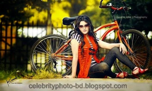 Bangladeshi+Super+Hot+And+Cute+Model+Pori+Moni's+HD+Photos002