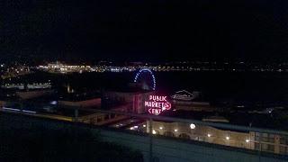 Seattle Great Wheel at night