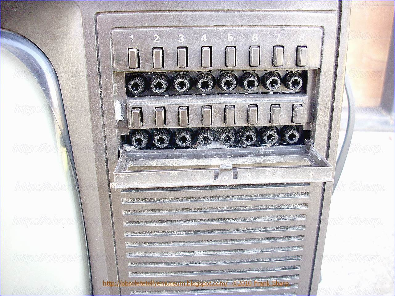 Obsolete Technology Tellye !: GRUNDIG P1223 / 16 YEAR 1981