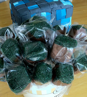 Minecraft Diamond Ore Cake and Dirt Block Treat Pops