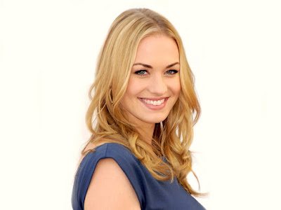 Yvonne Strahovski Sexy Smile Wallpaper