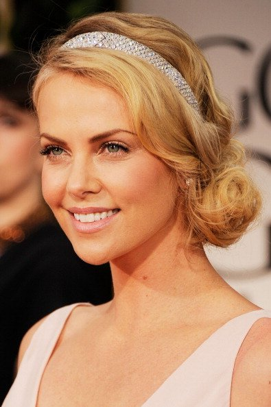 Charlize Theron Short Hairstyle Updo Gives Elegance Look She Uses A