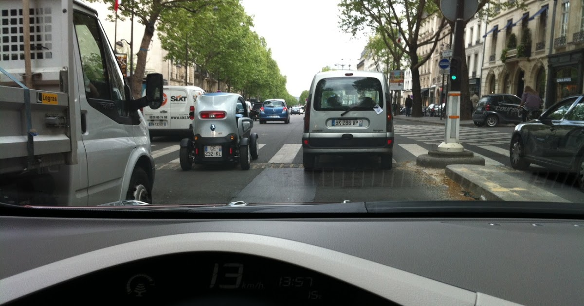 my e life now renault twizy spotted on bd saint germain. Black Bedroom Furniture Sets. Home Design Ideas