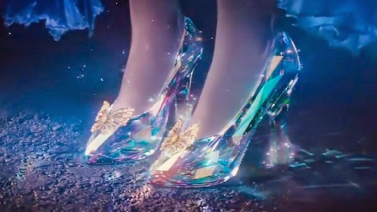 Cinderella 2015 Sepasang Sepatu Kaca Indah