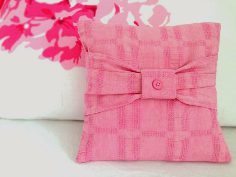 http://theartbug.blogspot.sg/2014/03/diy-mini-bow-cushion.html