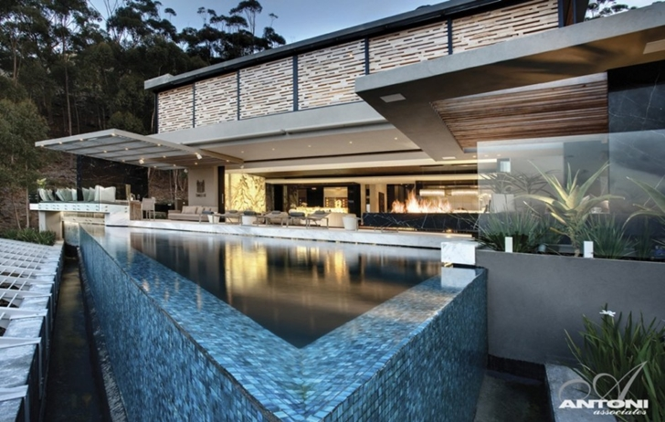 Modern villa head road 1843 by antoni associates for Migliori progetti di pool house