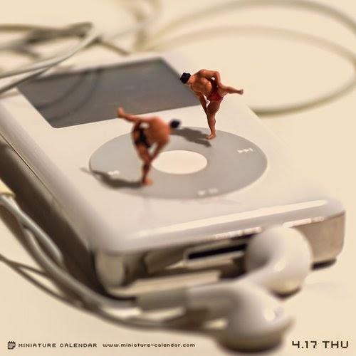 15-Sumo-2-Tatsuya-Tanaka-Miniature-Calendar-Worlds-www-designstack-co