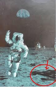 Neil Amstrong, Manusia Pertama Yang Menginjakkan Kaki Ke Bulan?