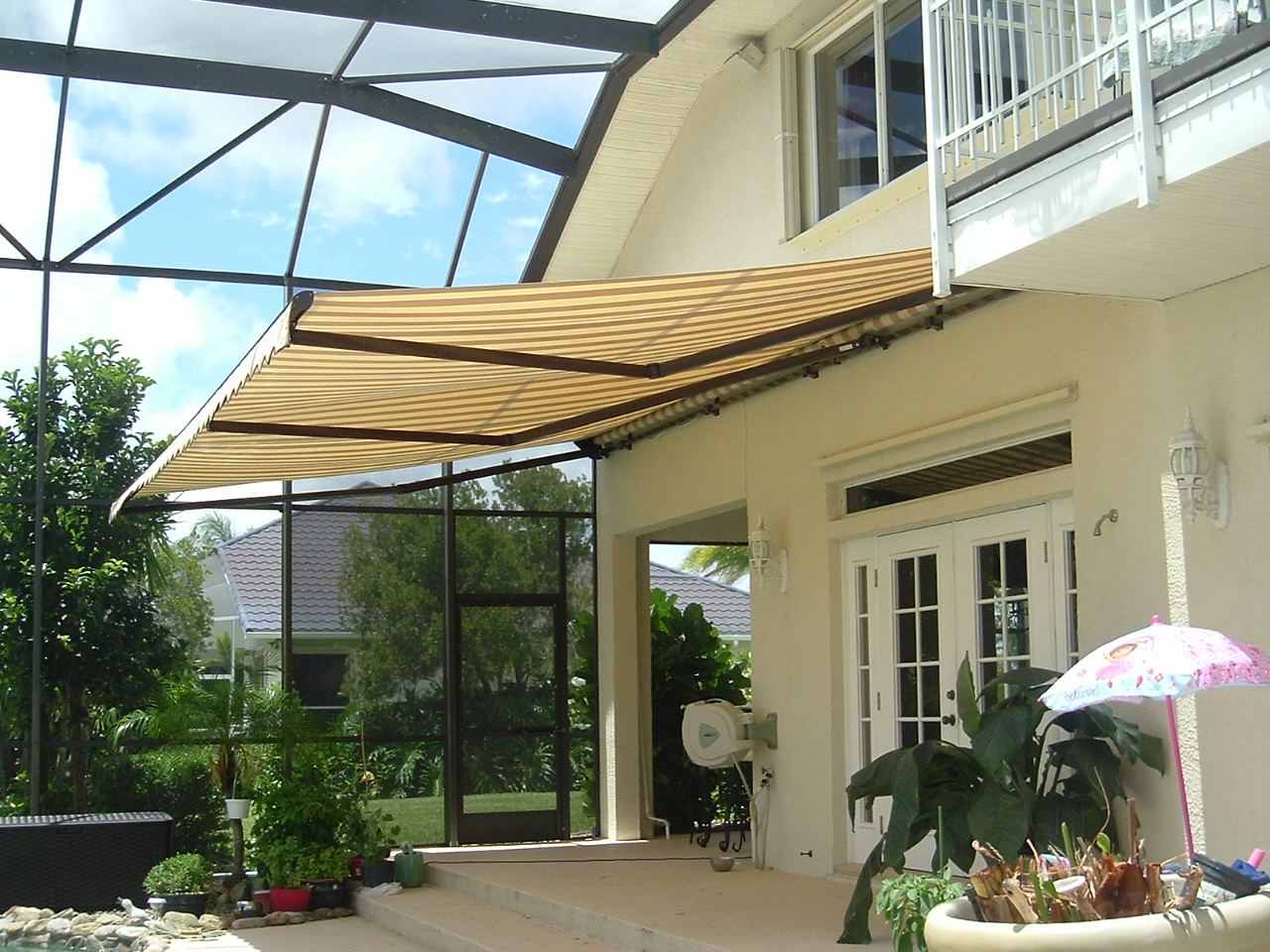 Backyard Awning Shade : Large Patios Covered by Big Shades
