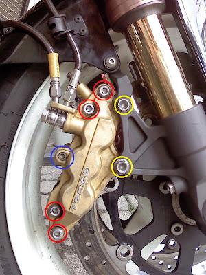 GSX-R1000・K2のブレーキキャリパー取り外し