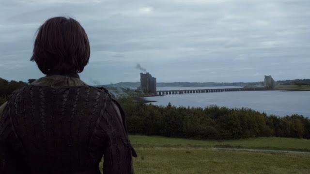 Arya contempla los Gemelos desde lejos - Juego de Tronos en los siete reinos