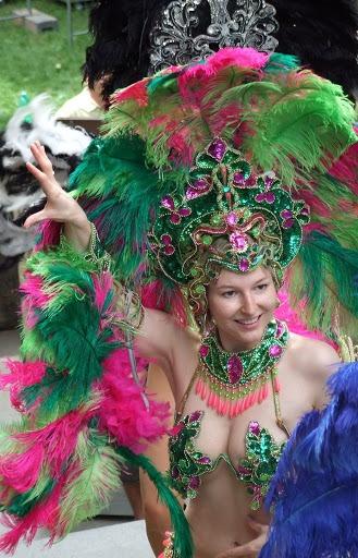 Green and Pink - Samba dancer