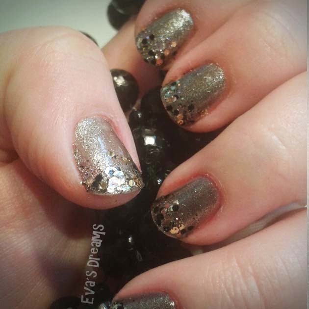 Nails of the week: Glam in Grau