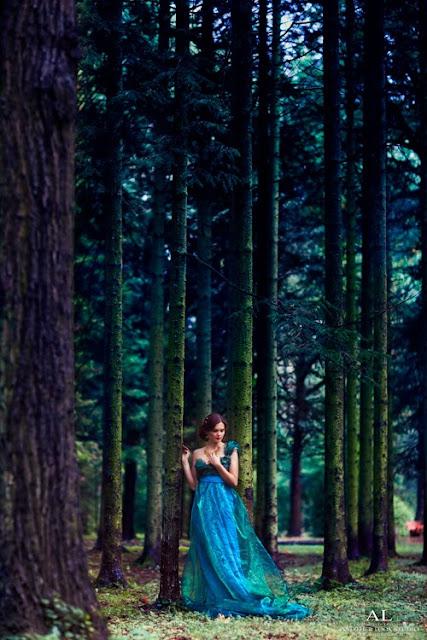 фотосессия в тканях в лесу